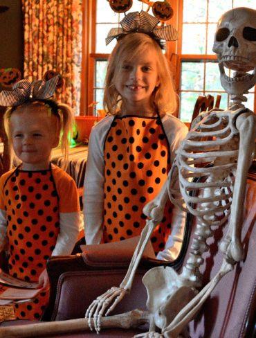 Come to the Crazy Bones Cafe!