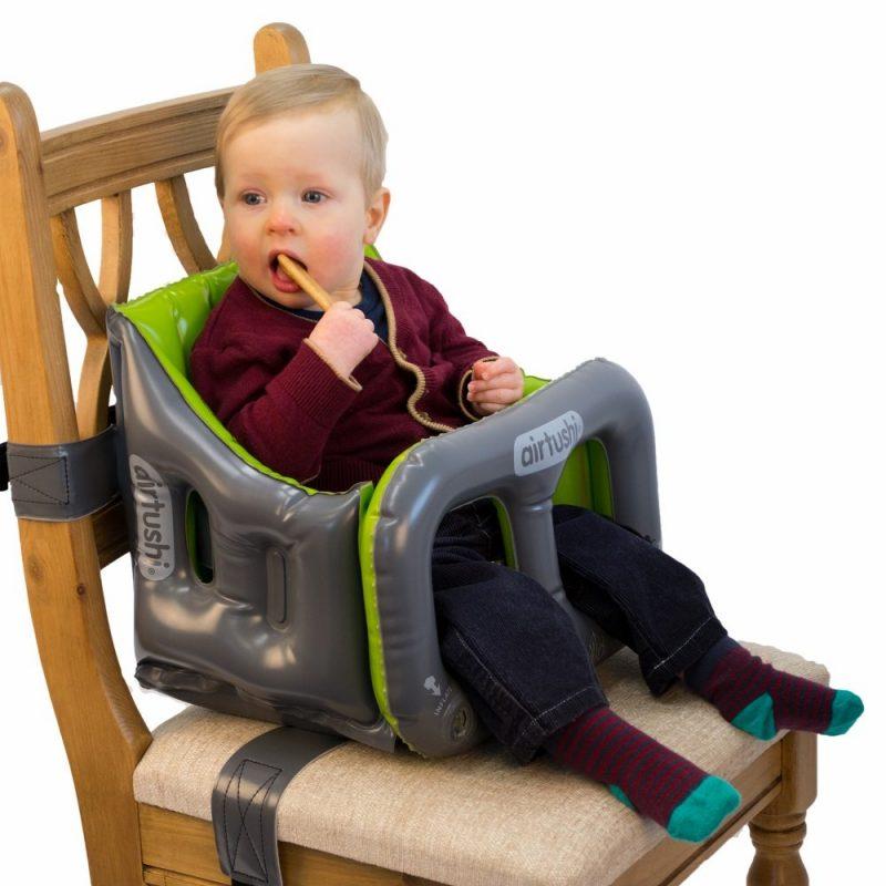 boy sitting in airtushi